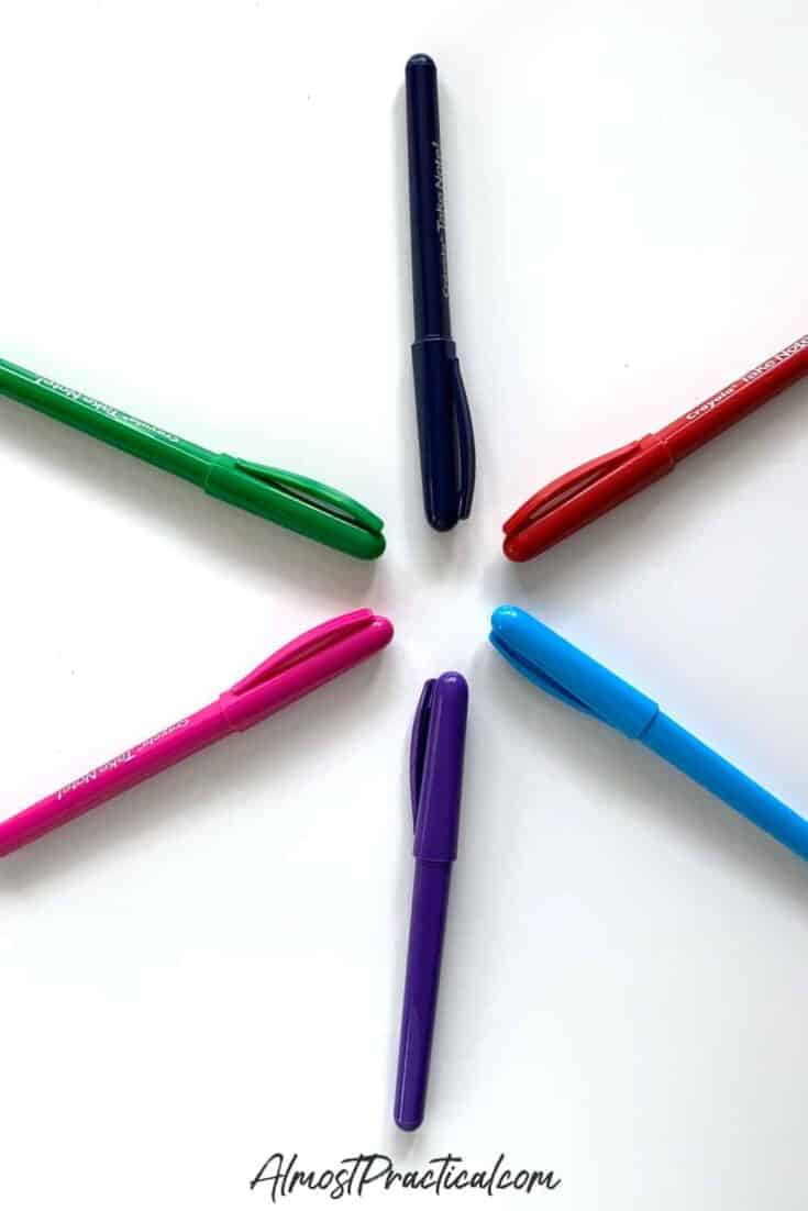 photo of Crayola Take Note! Felt Tip Pens arranged in a circle on a desk.
