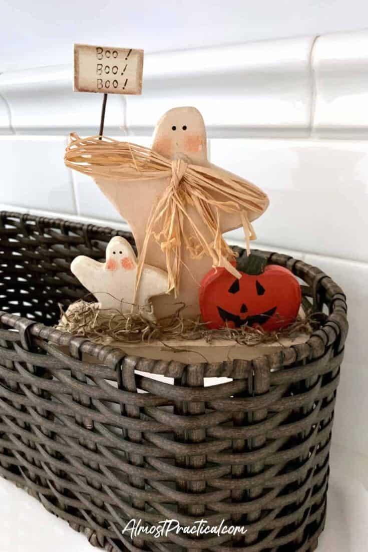 halloween decor - ghosts with pumpkin wooden statue